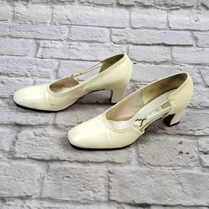 Vintage The Shoe Place Ivory Heels size 6.5B